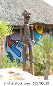 """07/20/2017 Zoo """"Friguia"""" Wooden statue in the image of the Zulus."""