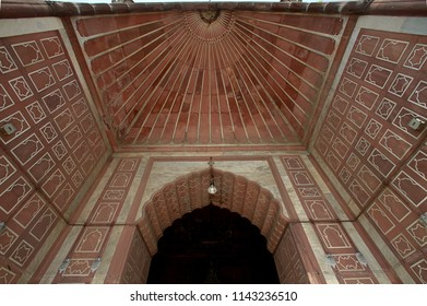 08-jun-2004-Inlay detail of interior arches of Prayer Hall (Musallā) in the Mosque Jama Masjid Delhi INDIA