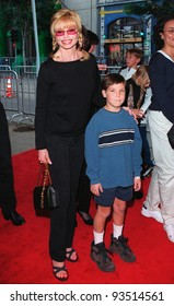 "08NOV98: Actress LONI ANDERSON & son at Hollywood premiere of ""The Rugrats Movie."""
