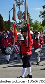 09/15/2019, in Moosburg/Bavaria takes place for the 95th time the traditional autumn show with the autumn show pageant. The tradition has existed since 1924. A band presents itself in old clothes