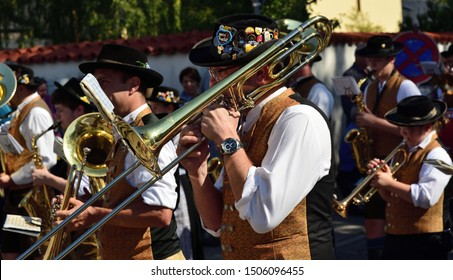 09/15/2019, Moosburg/Bavaria takes place for the 95th time the traditional autumn show with the autumn show pageant. The tradition has existed since 1924. A band presents itself in traditional clothes