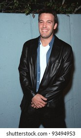 """09NOV99: Actor BEN AFFLECK at the Los Angeles premiere of his new movie """"Dogma"""" in which he stars with Matt Damon, Salma Hayek, Kevin Smith and Alanis Morissette.  Paul Smith / Featureflash"""