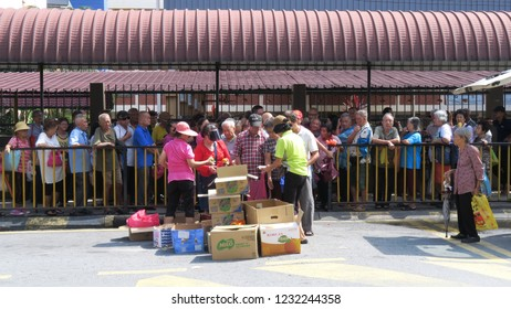 0ktober 2018 , Near Jalan Pudu enviroment kuala lumpur malaysia  a group of volunteers gave food to the poor and those who live in the streets and the poor