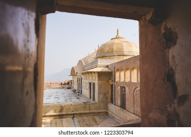 1 Jan 18 : Hundred of travellers travel to Amber Palace - Jaipur, Rajasthan - India