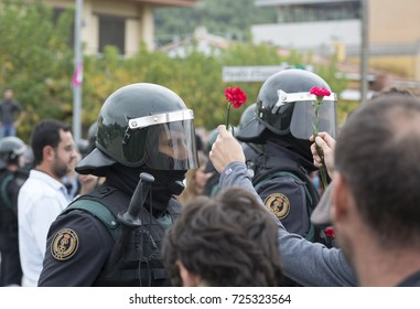 1 OCTOBER GIRONA-SPAIN votes for the independence of Catalonia, the police prevents entry to polling stations