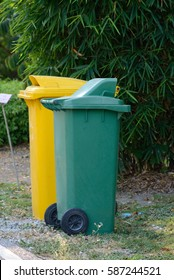 1. Trash bins second color is green bins, biodegradable food waste such as branches, leaves and vegetable waste, many biodegradable 2. yellow trash is trash that can be recycled, such as paper. glass