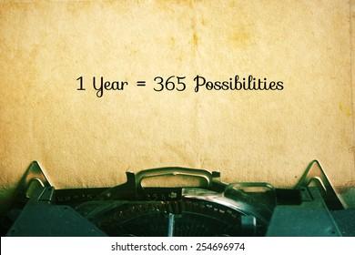 1 Ano = 365 Possibilidades: Inspiração Citações Motivacionais no Fundo de Papel Vintage.
