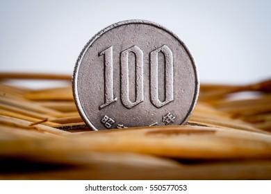 100 japanese yen coin