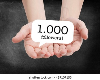 1000 followers written on a speechbubble