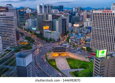 10/07/2019:Seoul,Korea:Seoul city traffic with Namdaemun gate (South gate door) is the one of Eigth Great wall in the fortress of Seoul located in Jung-gu between seoul station and seoul plaza.