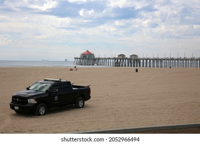 10-4-2021 Huntington Beach California: Industrial Oil Spill on the coast of Southern California in Huntington Beach causes and industrial catastrophe. Crews work to clean up as soon as possible.