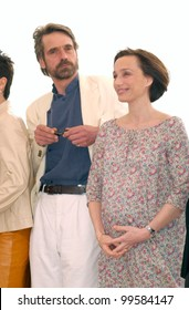 10MAY2000: Jury members actress KRISTIN SCOTT THOMAS & actor JEREMY IRONS at the Cannes Film Festival today.  Paul Smith/Featureflash