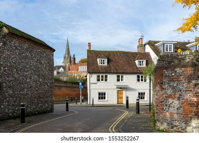 11/06/2019 Winchester, Hampshire, UK A typical english back alley with an old cottage, Winchester UK