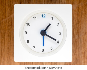 1:20 time on the simple white analog clock