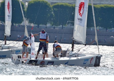 12.08.2017.Russia.Saint-Petersburg.Athletes compete in the speed of passing the route on the yacht.