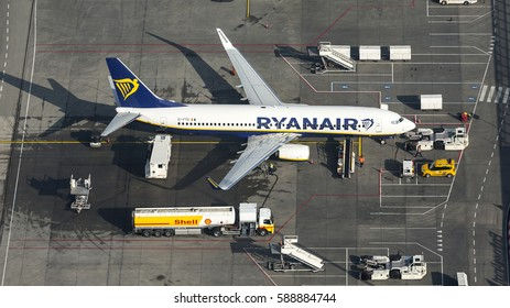 13 February 2017, Eindhoven Airport, Holland. Aerial view of Ryanair Boeing 737 EI-FTD at the gate with a Shell fuel truck.
