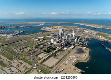13 September 2018, Rotterdam, Holland. Aerial view of powerplant EON Uniper at the Maasvlakte in the port of Rotterdam. On the clear horizon a blue sky with clouds.