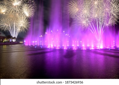 13 th november 2020, THE POINTE ,DUBAI. VIEW OF THE SPECTACULAR FIREWORKS  AND THE COLOURFUL DANCING FOUNTAINS DURING THE DIWALI CELEBRATION AT THE POINTE PALM JUMEIRAH, DUBAI , UAE.