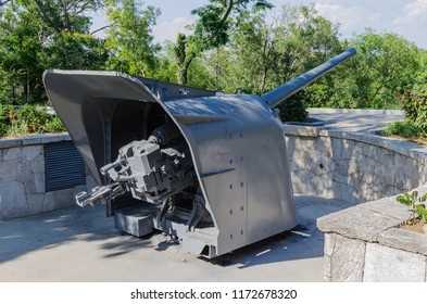 130-mm shipborne gun B-13. Russia, Republic of Crimea, Sevastopol. 06/10/2018: 130 mm shipborne gun B-13 from destroyer Boykiy, gun No. 1 of battery of Lieutenant-Commander Matyukhin on Malakhov Hill