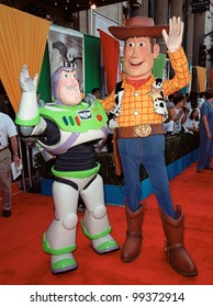 "13NOV99:  Characters BUZZ LIGHTYEAR (left) & WOODY at the world premiere of Disney/Pixar's ""Toy Story 2"" at the El Capitan Theatre, Hollywood.   Paul Smith / Featureflash"