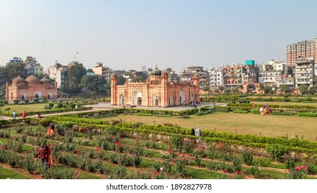 13th January 2021, Dhaka , Bangladesh. Lalbagh Fort is an incomplete 17th-century Mughal fort complex.This is the tomb of Bibi Pari in the grounds of Lalbagh Fort, Dhaka. Tourist sight in Bangladesh.