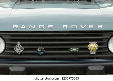 14th November 2018- Vintage AA and RAC badges on the radiator grill of a classic Range Rover in the public carpark at Pendine, Carmarthenshire, Wales, UK.
