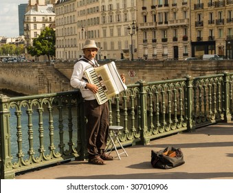 15 august 2015, the unidentified street musician near Notre Dame cathedral, Paris, France