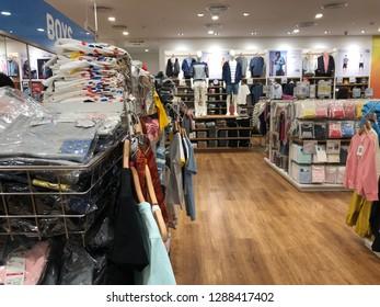 3a37b8339992 15 Clothing Store: изображения, стоковые фотографии и векторная ...