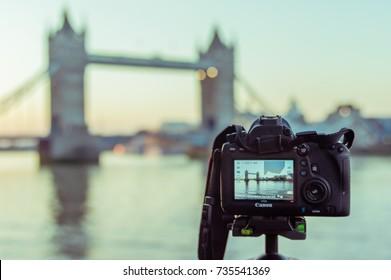 15/102017 London, UK, Canon camera filming the Tower Bridge