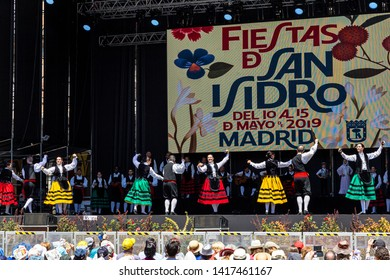 15th May 2019 – Madrid, Spain: Chotis dance show on the big stage in Plaza Mayor during the San Isidro Festival of Madrid