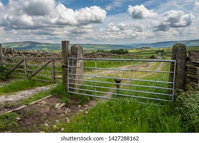 16/06/2019 A Dales High Way between Skipton and Addingham Yorkshire Dales. looking back towards Addingham