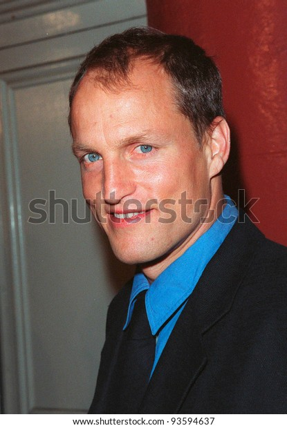 """16DEC98:  Actor WOODY HARRELSON at the Los Angeles premiere of his new movie """"The Hi-Lo Country"""" in which he stars with Patricia Arquette.  Paul Smith / Featureflash"""