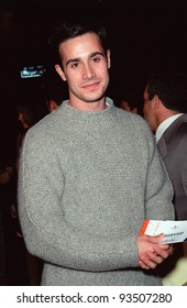 "16NOV99: Actor FREDDIE PRINZE JR. at the world premiere of ""End of Days"" which stars Arnold Schwarzenegger.  Paul Smith / Featureflash"
