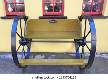 16th February 2020, Bunratty, County Clare, Ireland. Horse jaunting carriage cart outside the iconic Durty Nelly's traditional Irish pub in Bunratty village.