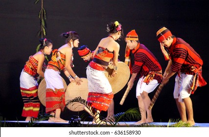 16th November 2016, Tata Nagar, India. Tripuri Tribal Artist of Tripura are performing in Samvaad 2016 – A Tribal Conclave organised by Tata Steel