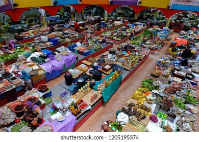 17 oktober 2018, Kelantan, Malaysia. The atmosphere in the market of Siti Khadijah is a place of compulsory concentration by visitors from all over the country