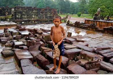 18 september 2006-Angkor Wat-Cambodia-Young Cambodians inside the temples of Angkor War, Cambodia