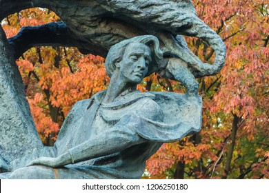 18/10/18 Warsaw, Poland: Monument to Fryderyk Chopin, famous Polish composer, in Royal Baths Park, the best-known Polish sculpture in the world by Waclaw Szymanowski on the red trees background.