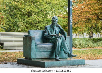 """18/9/24 Warsaw Poland: Bronze statue of Jan Karski, 'the man who tried to stop the Holocaust"""" placed in the square in front of the Museum of the History of Polish Jews."""