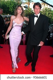18MAY97:  HUGH GRANT & ELIZABETH HURLEY at the 1997 Cannes Film Festival.