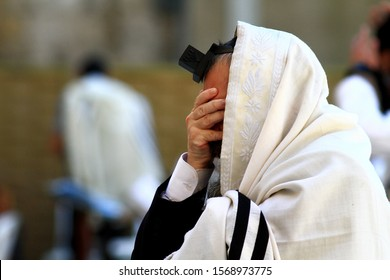 19/7/2015 - Close-up of a Jew praying for morning prayers at the Western Wall of Jerusalem