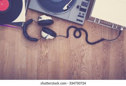 1980's stereo set hero header