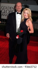 19JAN97: Actor KELSEY GRAMMER & fiancee CAMILLE DONATACCI at the Golden Globe Awards. Pix: PAUL SMITH