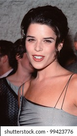 "19OCT99:  Actress NEVE CAMPBELL at Los Angeles premiere of ""Three to Tango"" in which she stars with Matthew Perry & Dylan McDermott.  Paul Smith / Featureflash"