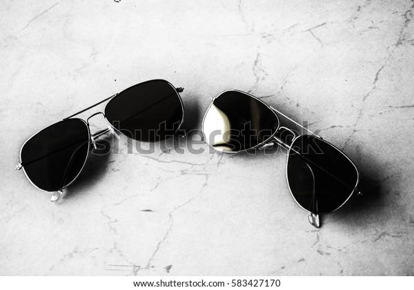 2 black sun glasses.