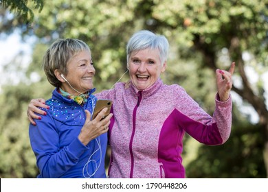 2 elderly ladies have fun and play sports in a wood