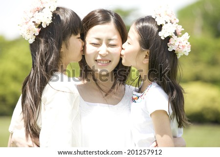 2 girls kissing