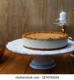 2 pound Lotus cake on cake stand