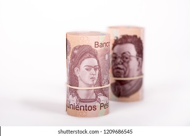 2 rolls of Mexican pesos 500 pesos, Frida Kahlo in front and focused and Diego Rivera