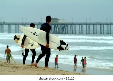 2 surfers on Huntington Beach in California